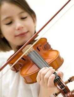 girl playing violin_full